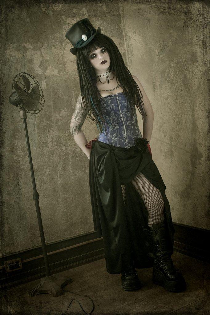 Model - Laura